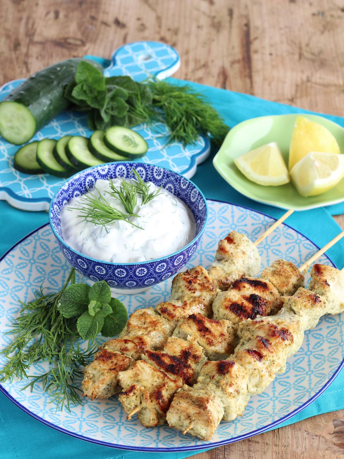 Tzatziki Ricetta Con Preparato.Souvlaki Di Pollo Con Salsa Tzatziki Profumo Di Limoni